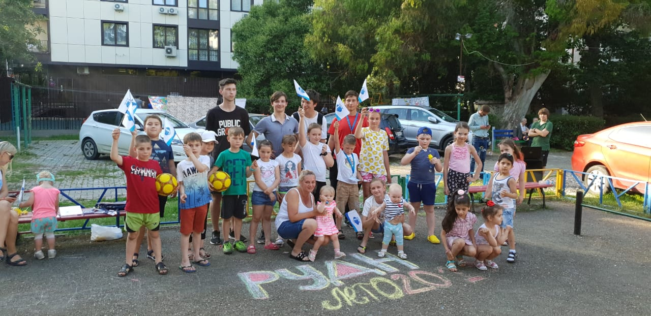 Студенты Сочинского института РУДН приступили к работе на придомовых площадках